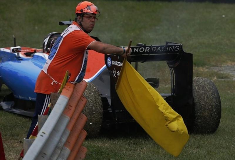 Гонщики поддержали новые правила по желтым флагам