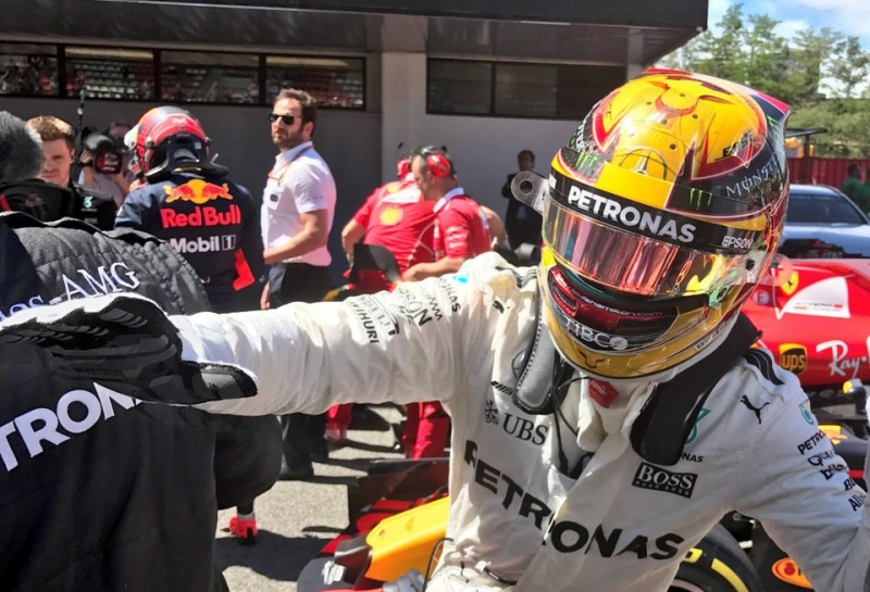 Льюис Хэмилтон выиграл поул на Гран При Испании
