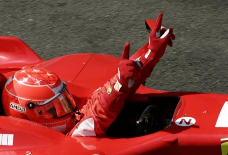 На празднике в честь 70-летия Ferrari в Маранелло отдали дань уважения Михаэлю Шумахеру