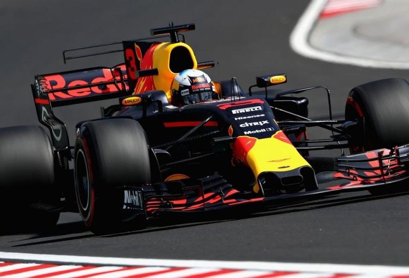 Даниэль Риккардо стал быстрейшим по итогам пятницы в Венгрии