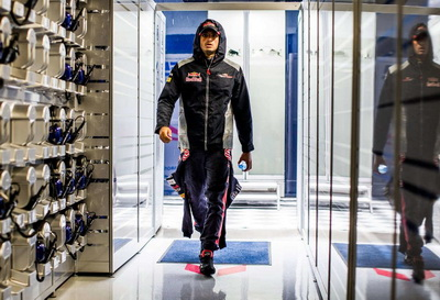 Сирил Абитбуль: Renault готова отказаться от контракта с Toro Rosso в обмен на Сайнса