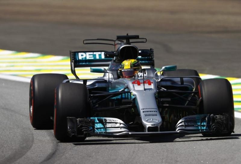 Льюис Хэмилтон лидирует на первой пятничной тренировке Гран При Бразилии