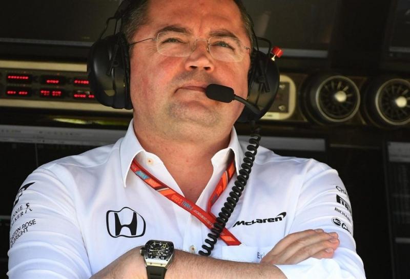Эрик Булье: У McLaren не возникнет проблем с переходом на моторы Renault