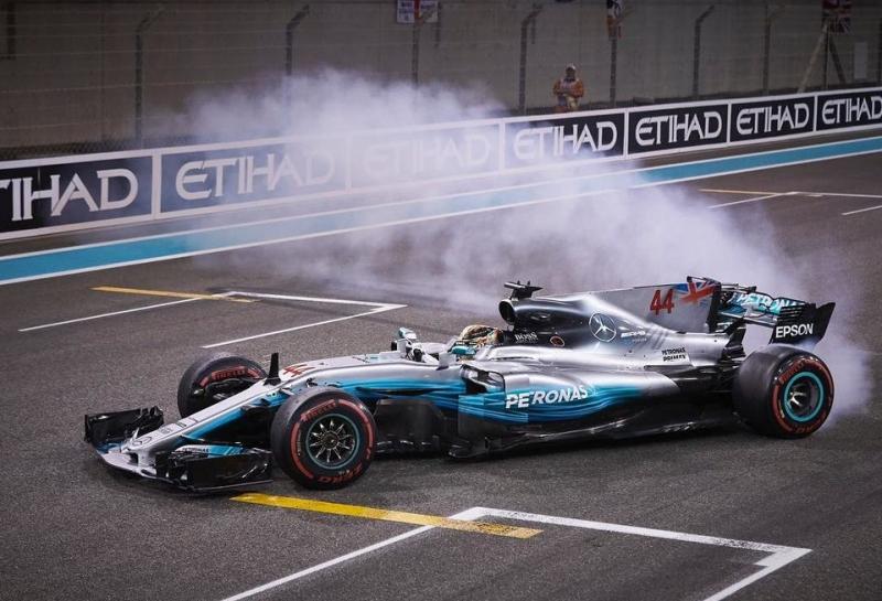 Льюис Хэмилтон: Не сомневайтесь, я останусь в Mercedes после 2018 года