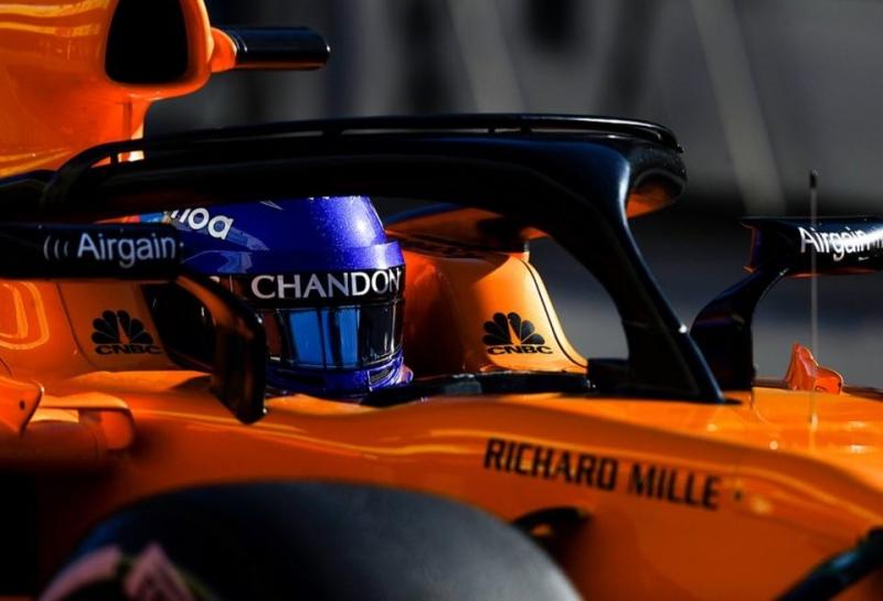 Автомобиль McLaren снова сломался на тестах в Барселоне