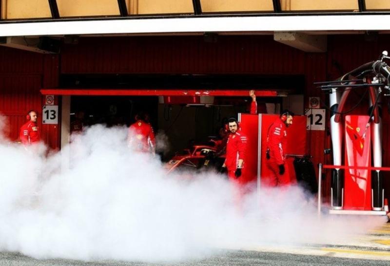 FIA не видит ничего странного в дымящейся машине Ferrari