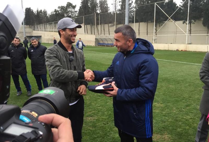 Даниэль Риккардо начал с футбола свой двухдневный визит в Баку