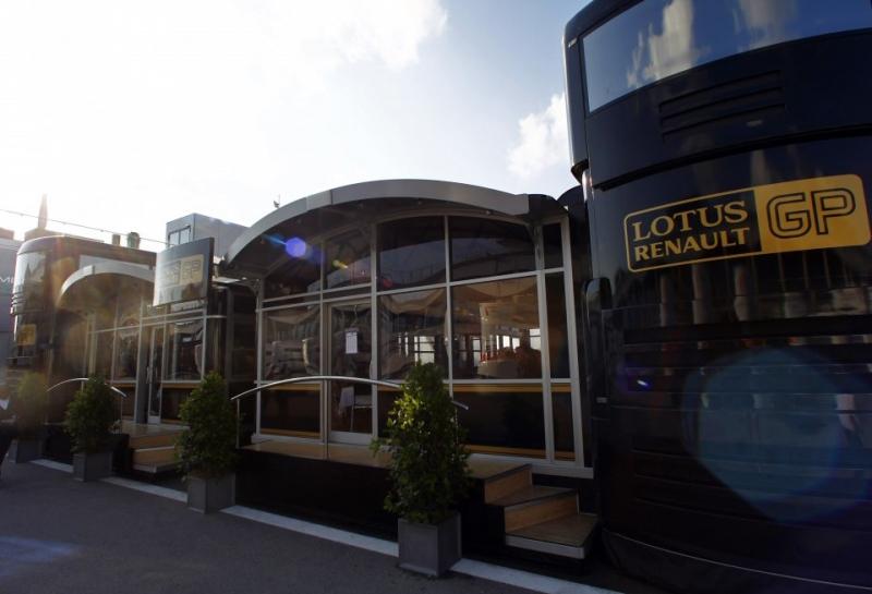 Полицейские не пускали механиков Lotus в боксы на Интерлагосе