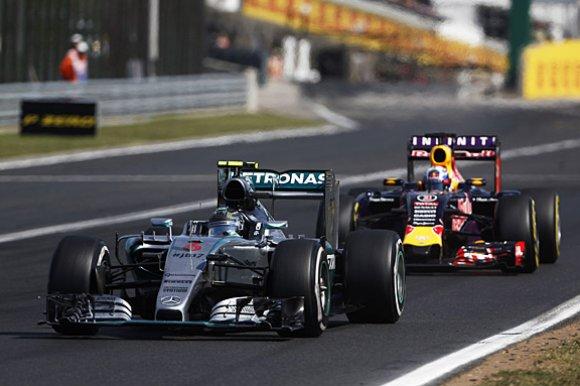 Стоило ли Mercedes связываться с RBR?