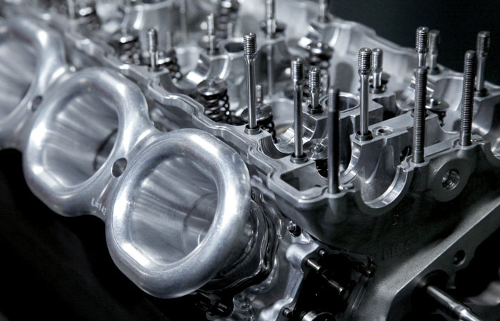 Крепление головки двигателя формулы один
