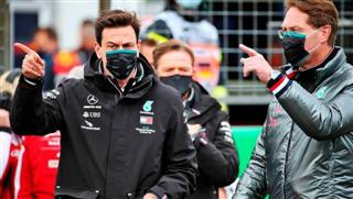 Вольфф: Mercedes не зможе давати мотори Red Bull