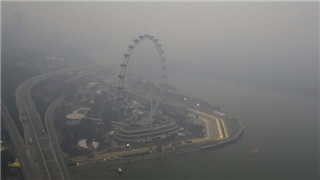 Організатори гонки в Сингапурі борються зі смогом