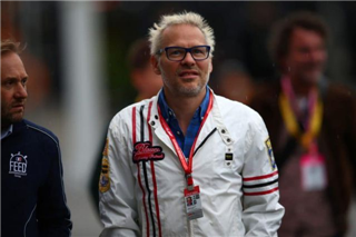 Вільньов пояснив, чому Ferrari обрала Сайнса, а не Ріккардо