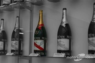Alfa Romeo розповіла справжню історію закупореної пляшки шампанського Кубіци