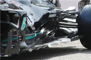 Шпигунські світлини з тестів: нове днище Mercedes