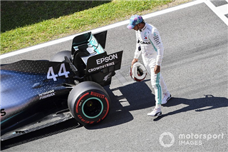 У Mercedes підтвердили проблему з батареєю Хемілтона у кваліфікації