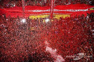 Червоне море. Ferrari потужно відмітила 90-річчя: фото