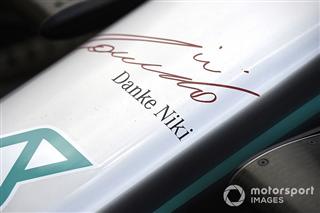 Mercedes дещо змінила у лівреї боліда на честь Нікі Лауди